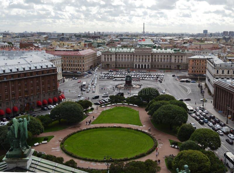 Vue dessus de ville de St Petersburg de la colonnade du ` s de St Isaac Russie images libres de droits