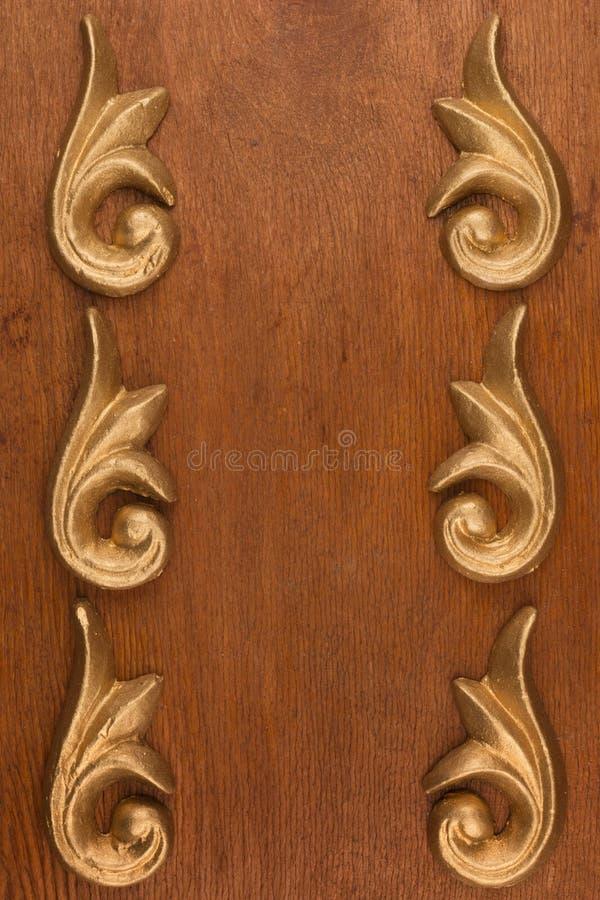 Vue du bâti décoratif de stuc de plâtre sur un fond en bois photo libre de droits