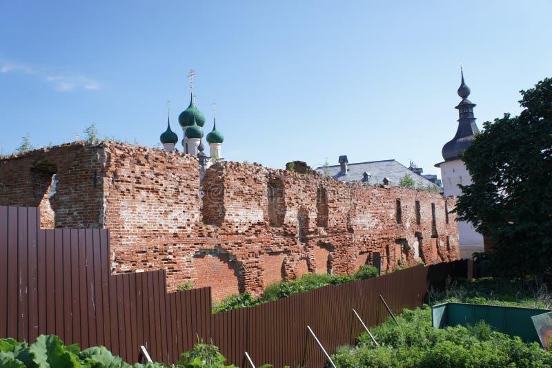 Download Vue Du Bâtiment Détruit Dans La Ville De Rostov Veliky Dans La Région De Yaroslavl Photo stock - Image du yaroslavl, boucle: 87709276