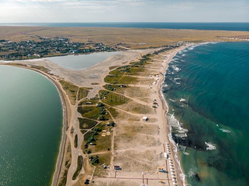 Vue du bourdon vers la mer et l'estuaire crimea photographie stock