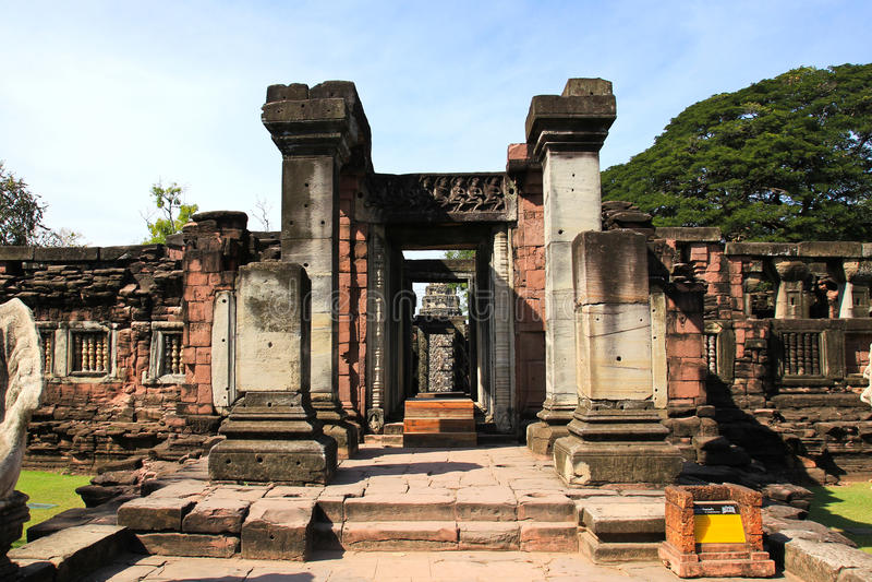 Vue du château historique de Prasat Hin Phimai images libres de droits