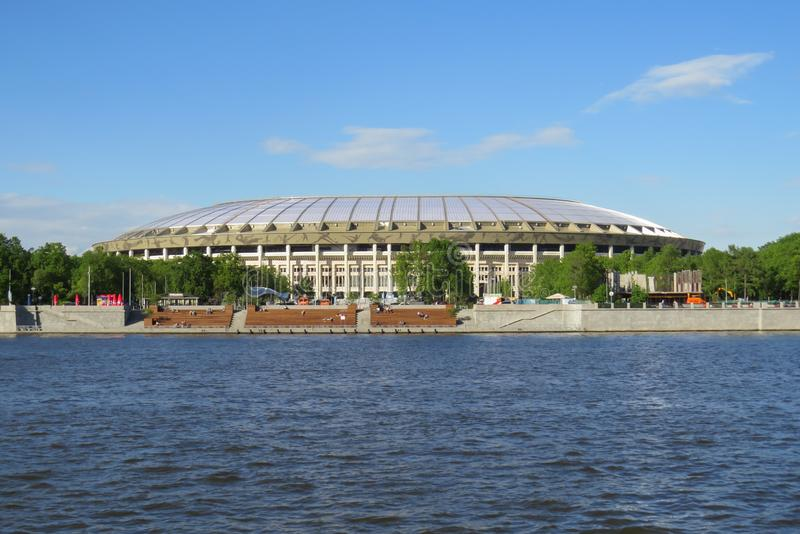 Vue du complexe de sports de Luzhniki de la rivière de Moscou photo libre de droits