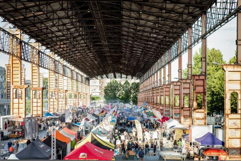 Vue du défilé de nourriture de rue en parc de Dora de parco, Turin, Italie photo stock