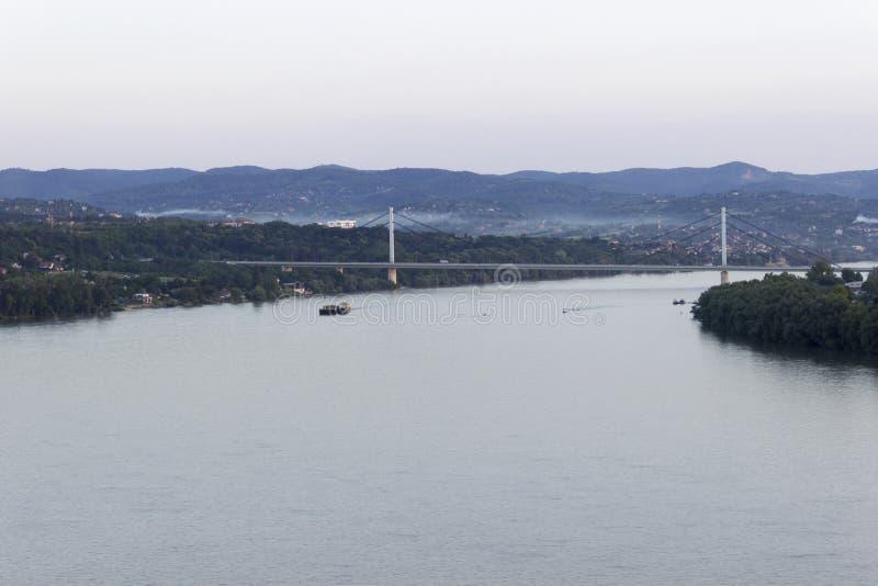 Vue du Danube et pont de liberté images libres de droits