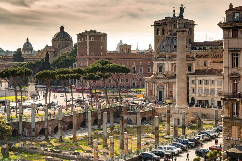 Vue du forum de Trajan et de Piazza Venezia à Rome image stock