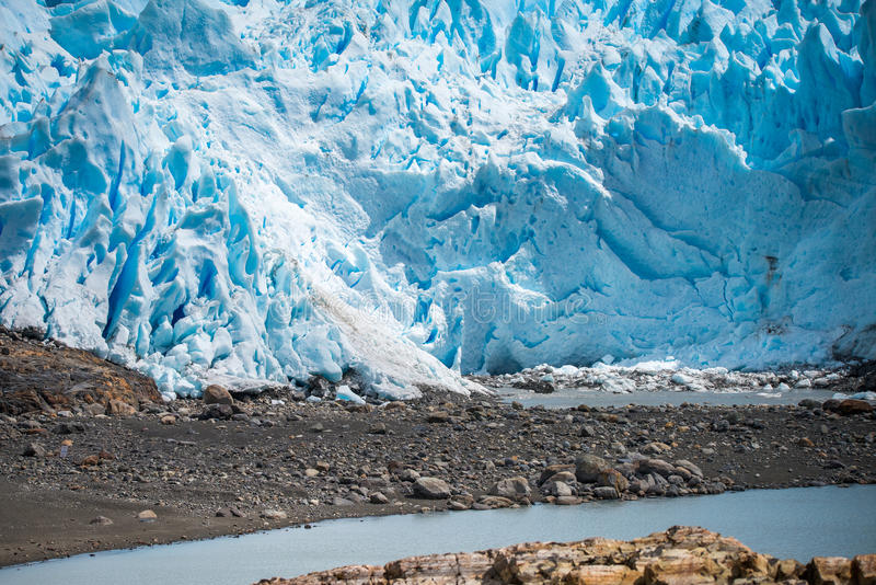 Vue du glacier bleu du rivage Shevelev image stock