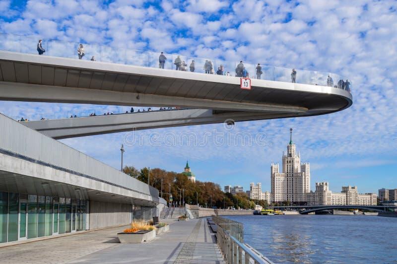 Vue du gratte-ciel sur le remblai de Kotelnicheskaya photographie stock libre de droits