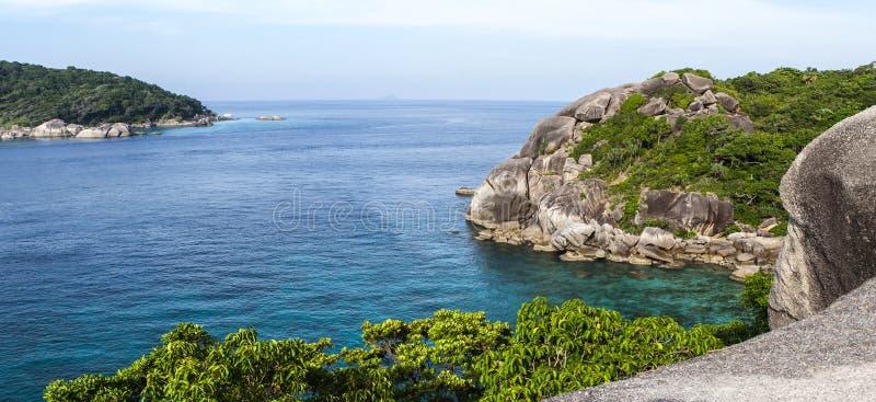 Vue du haut de la mer sur une île en Thaïlande photo stock