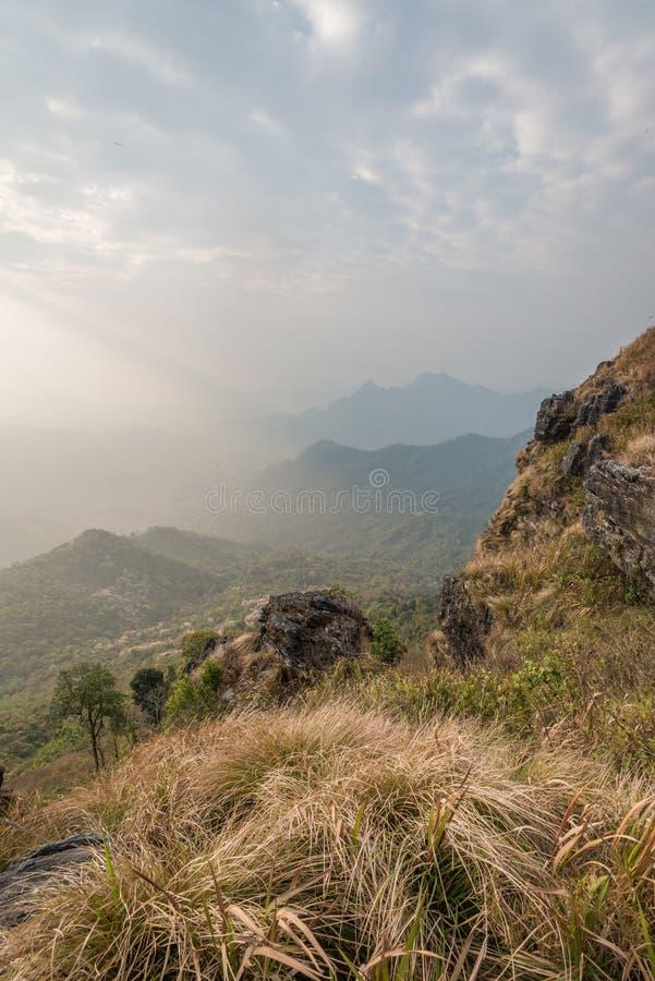 Vue du haut de point de vue au Chi fa de Phu en Chiang Rai, Tha photo libre de droits