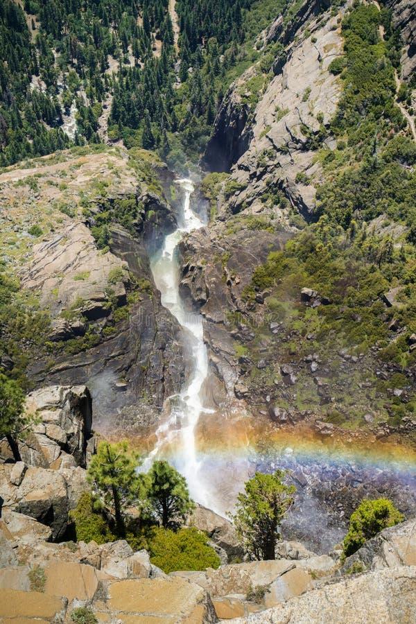 Vue du haut de Yosemite Falls supérieur, parc national de Yosemite, la Californie photographie stock libre de droits