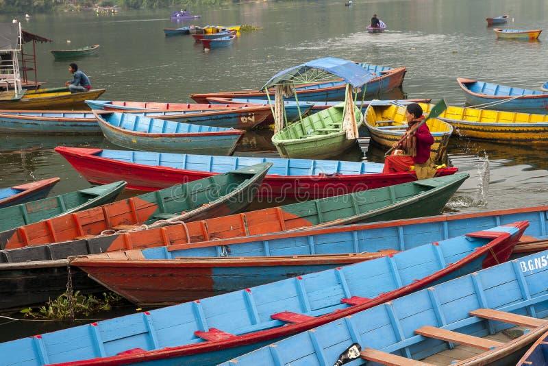 Vue du lac dans Pokhara photographie stock