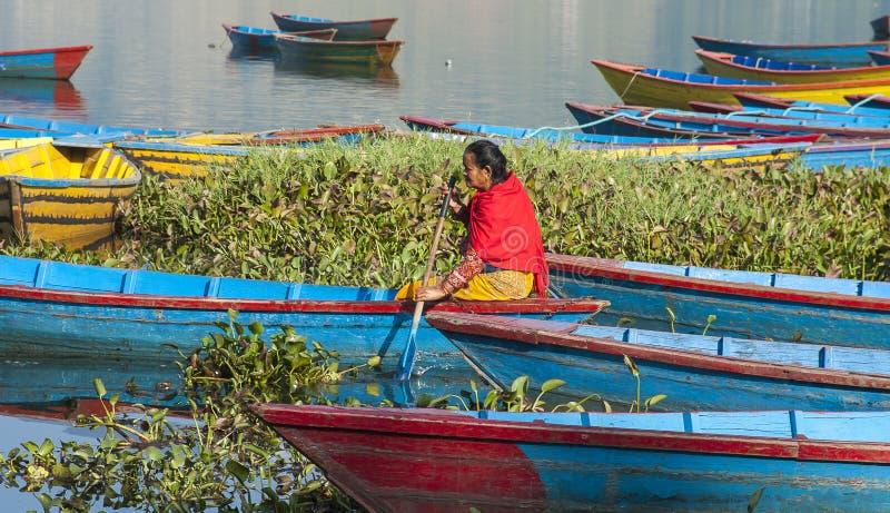 Vue du lac dans Pokhara images stock