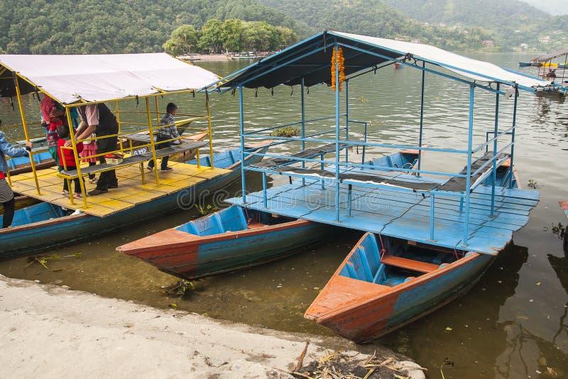 Vue du lac dans Pokhara image libre de droits