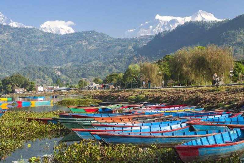 Vue du lac dans Pokhara photos stock