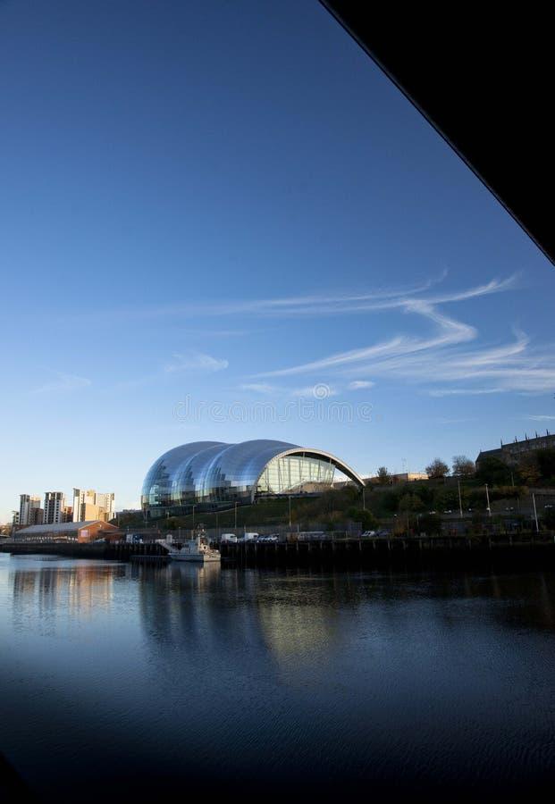 Vue du lieu de rendez-vous sage de divertissement donnant sur la rivière Tyne - Newcastle et Gateshead, R-U - 5 novembre 2012 images libres de droits