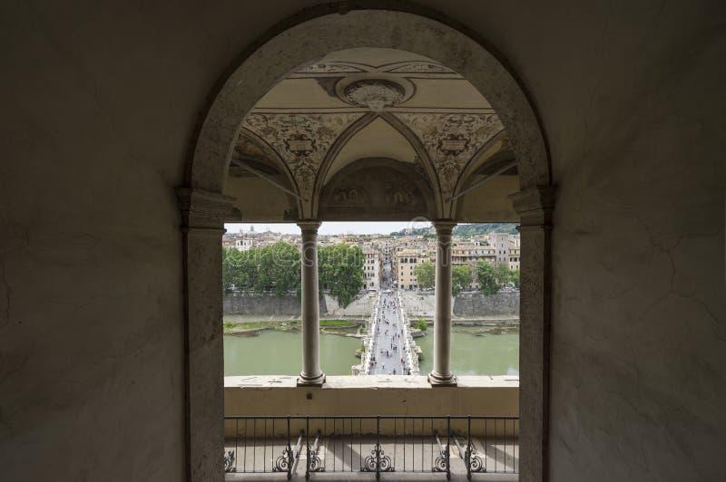 Vue du mausolée de Hadrian ou de Castel Saint Angelo Bridg photo stock