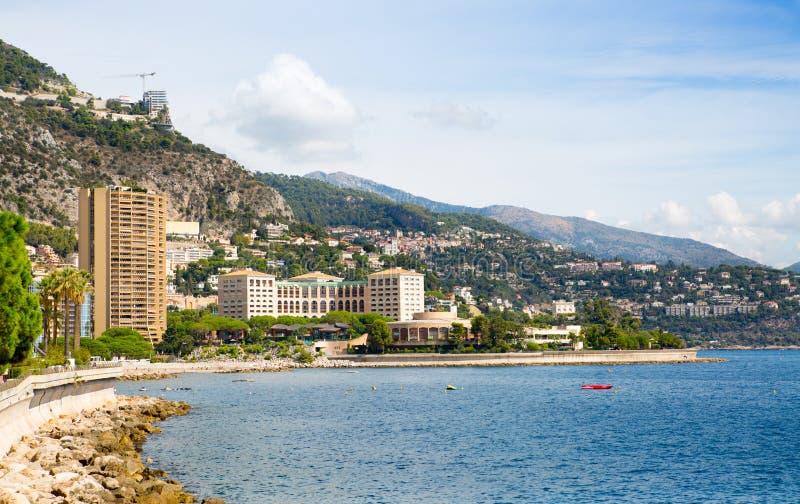 vue du Monaco Monte Carlo de ville Vue d'avenue de plage et de princesse Grace de Monte Carlo avec les bâtiments résidentiels photographie stock