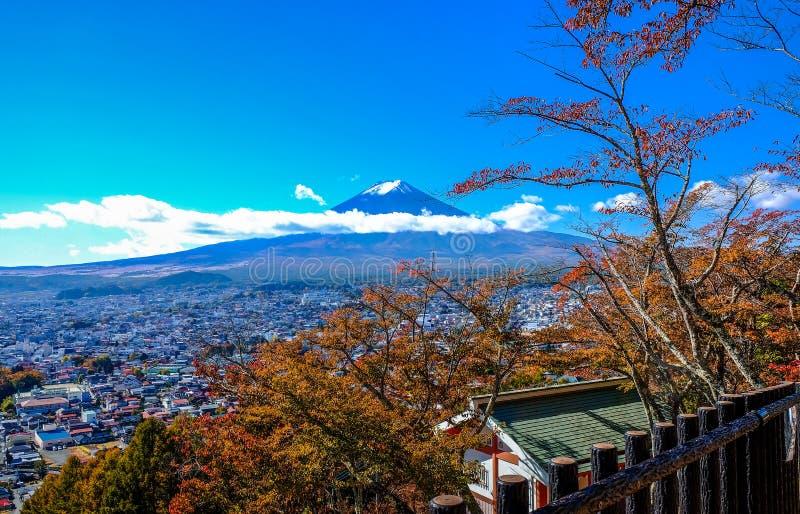 Vue du mont Fuji du côté de montagne chez Kawaguchiko photographie stock