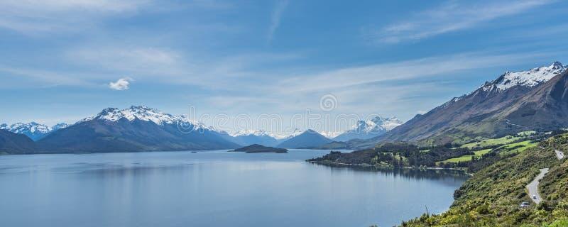 Vue du paysage du lac Wakatipu, Queenstown, Nouvelle-Zélande Copiez l'espace pour le texte photo libre de droits