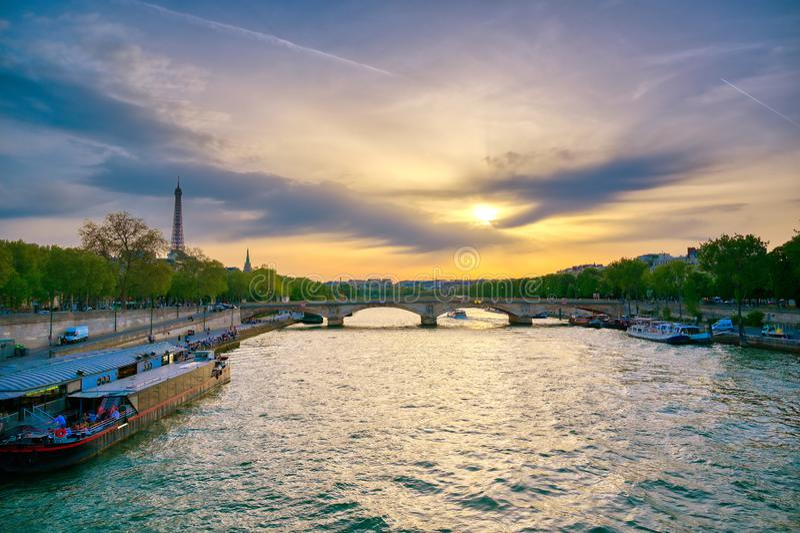 Vue du pont de Pont Alexandre III à Paris, France photo stock