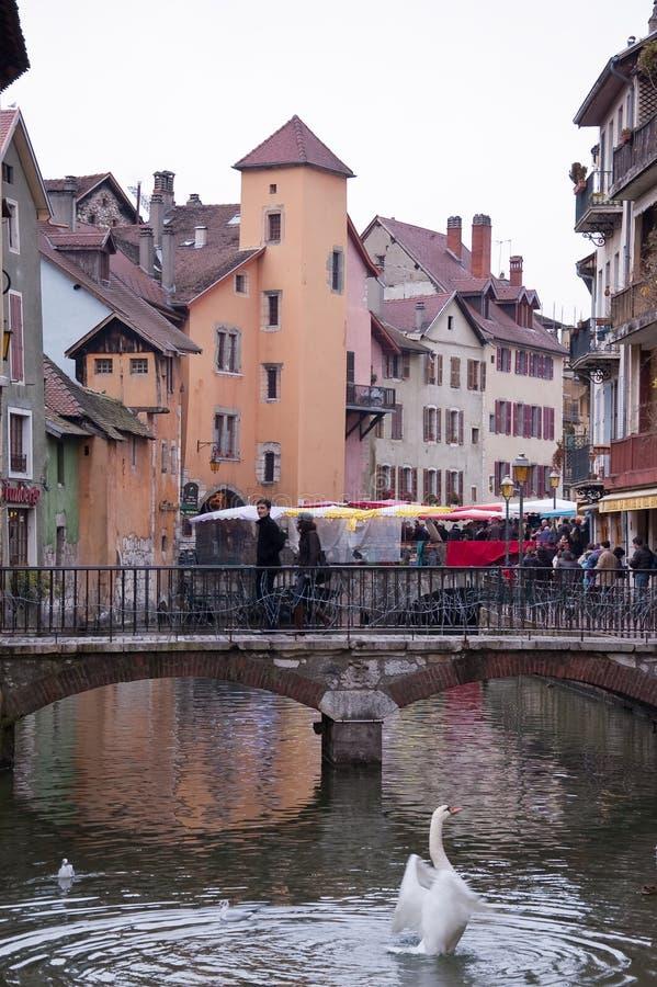 Vue du pont de la ville d'Annecy image stock