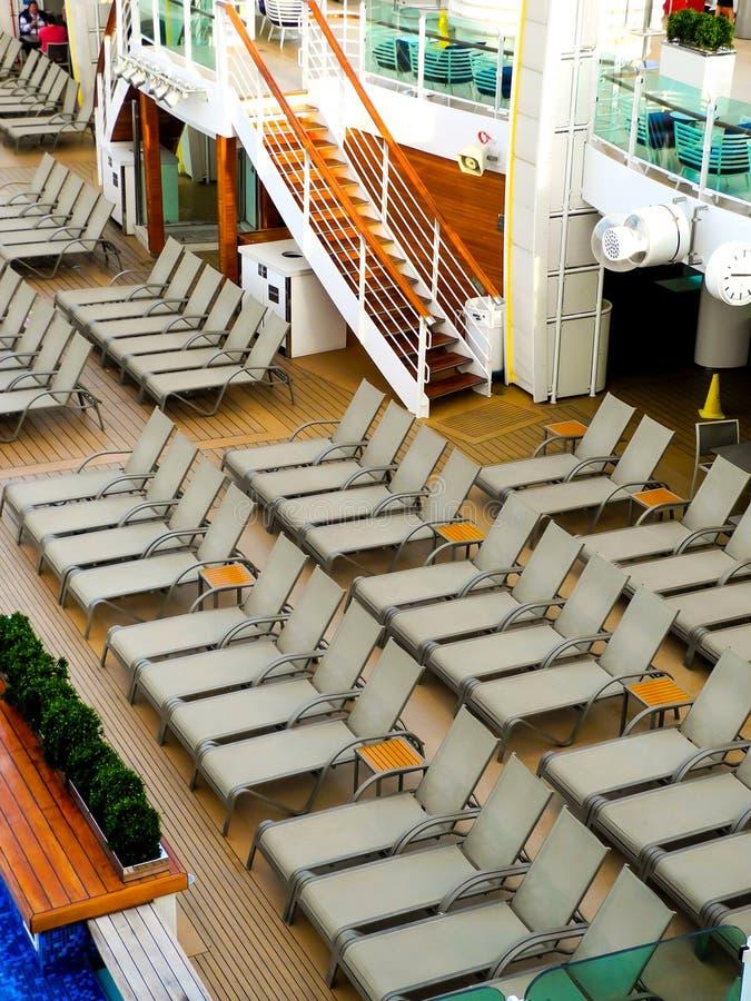 Vue du pont supérieur du bateau de croisière images libres de droits