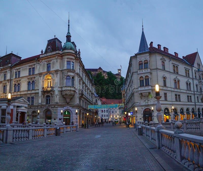 Vue du pont triple au centre de Ljubljana, Slovénie photo libre de droits
