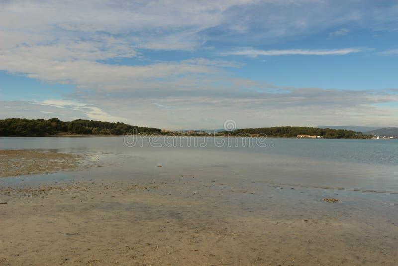 Vue du port d'île d'Embiez image stock