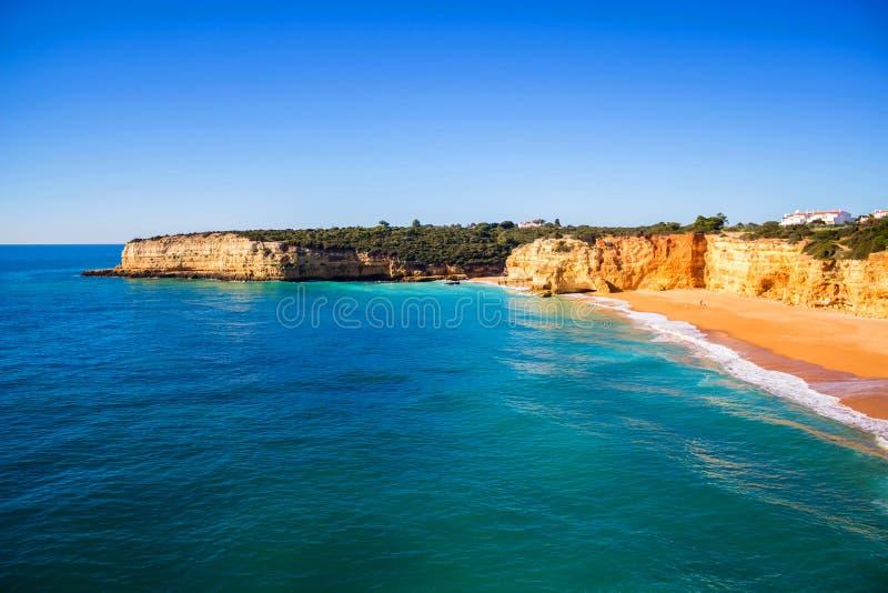 Vue du Praia DA Senhora Rocha, région d'Algarve, Portugal images libres de droits