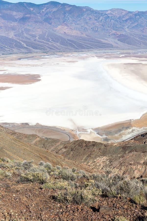 Vue du ` s de Dante, terrain de golf de diable et rivage de sel dans la mort Vall photos libres de droits