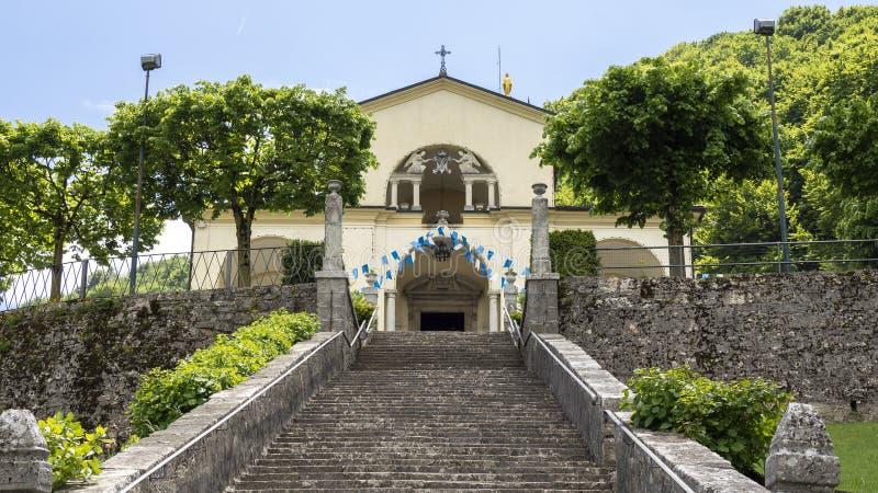 Vue du sanctuaire d'Altino et de son escalier Ville d'albinos, Bergame, Italie photographie stock libre de droits