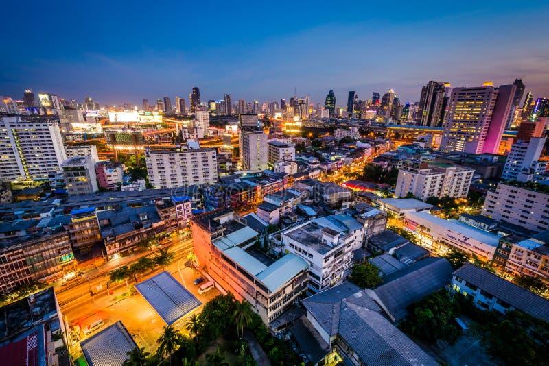 Download Vue Du Secteur De Ratchathewi Au Crépuscule, à Bangkok Photo stock éditorial - Image du downtown, point: 76087908
