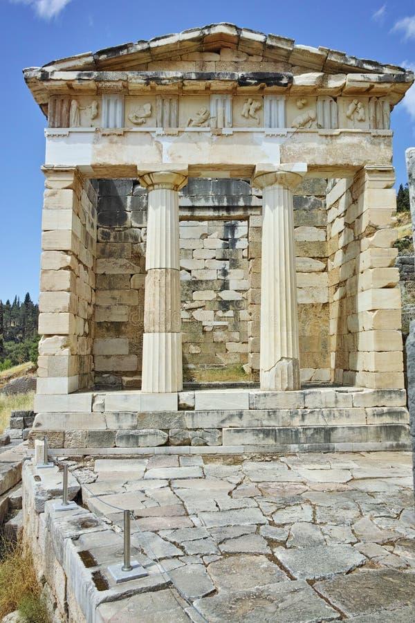 Vue du site archéologique du grec ancien athénien de Treasuryin de Delphes photos stock