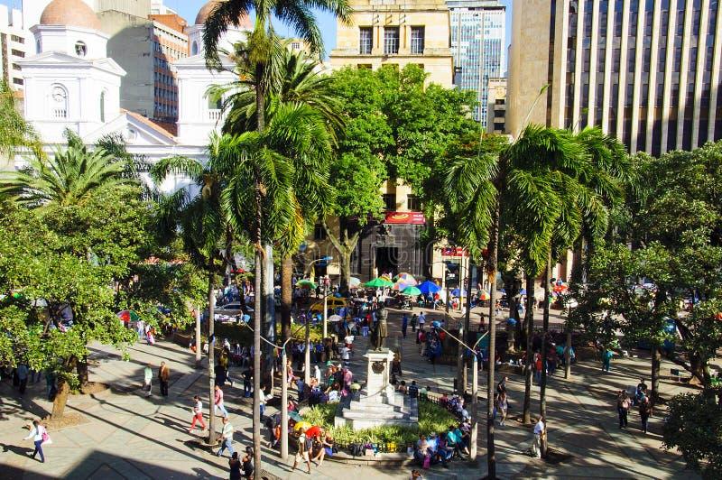 Vue du squarein Medellin, Colombie de Berrio photographie stock libre de droits