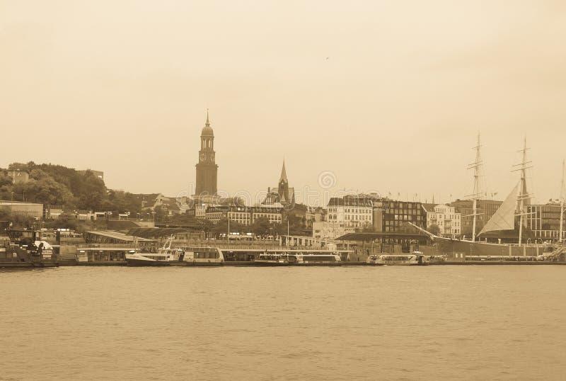 Vue du St Pauli Piers, une d'attr de touriste de commandant du ` s de Hambourg photographie stock
