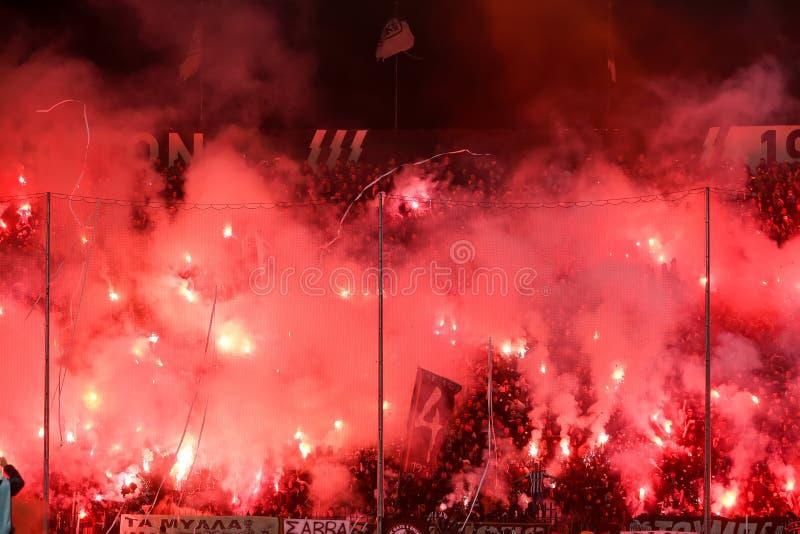 Vue du stade de Toumba complètement des fans du PAOK photos libres de droits