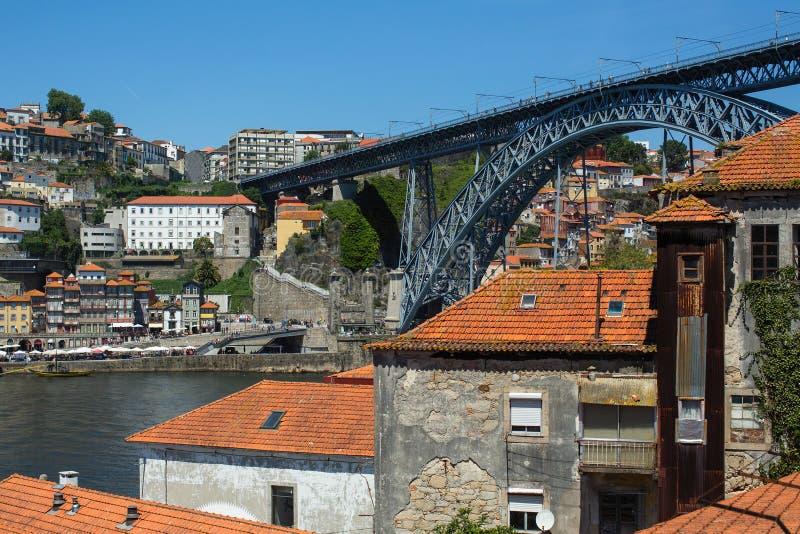 Vue du vieux centre ville de la rivi?re de Porto et de Douro de Vila Nova de Gaia photos stock