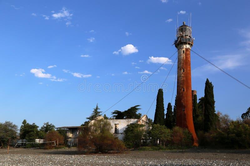 Vue du vieux phare de la plage images stock