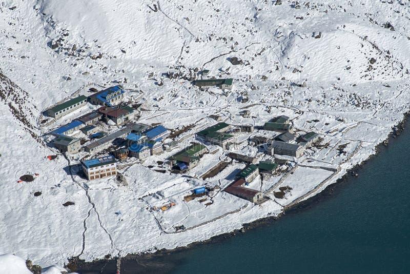 Vue du village de Gokyo image libre de droits
