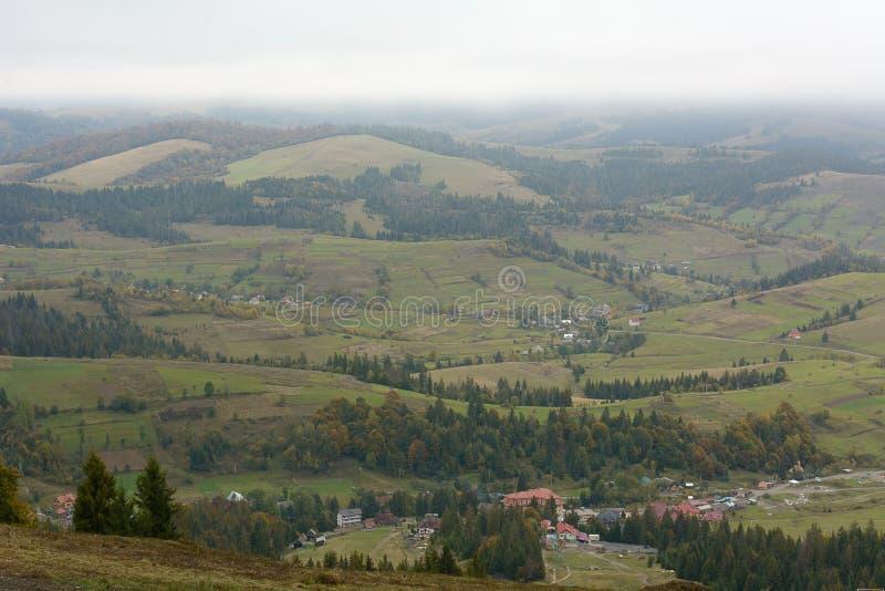 Vue du village de montagne photos libres de droits