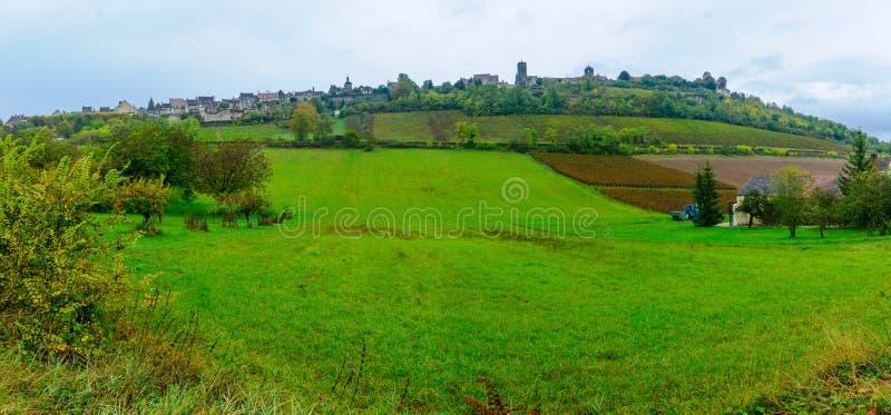 Vue du village de Vezelay image libre de droits