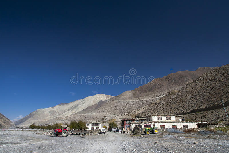 Vue du village Ekle Bhatti en Himalaya images libres de droits