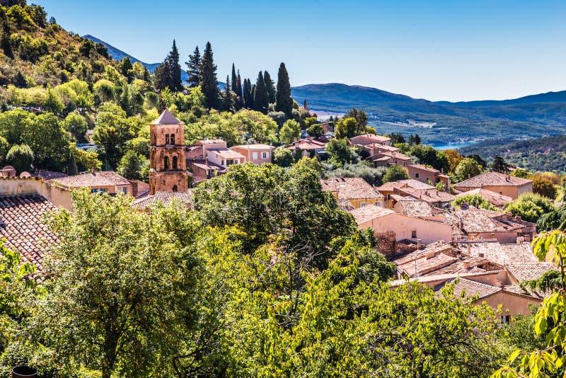 Vue du village et du canyon - St Marie de Moustiers photographie stock