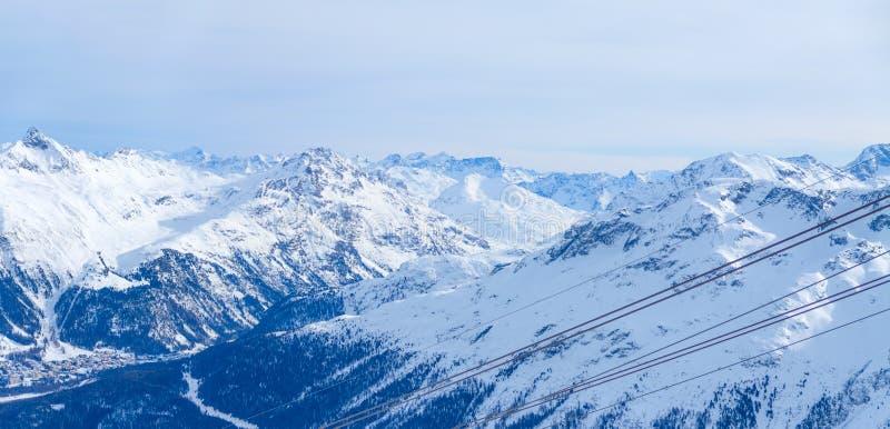 Vue du village St Moritz photographie stock libre de droits