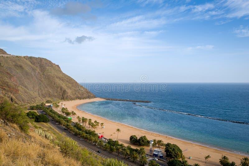 Vue earial de Teresitas d'île de Ténérife de plage célèbre de sable photographie stock