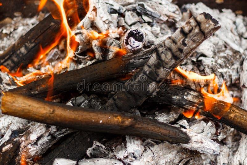 Vue en gros plan brûlante de flamme de feu d'en haut photographie stock