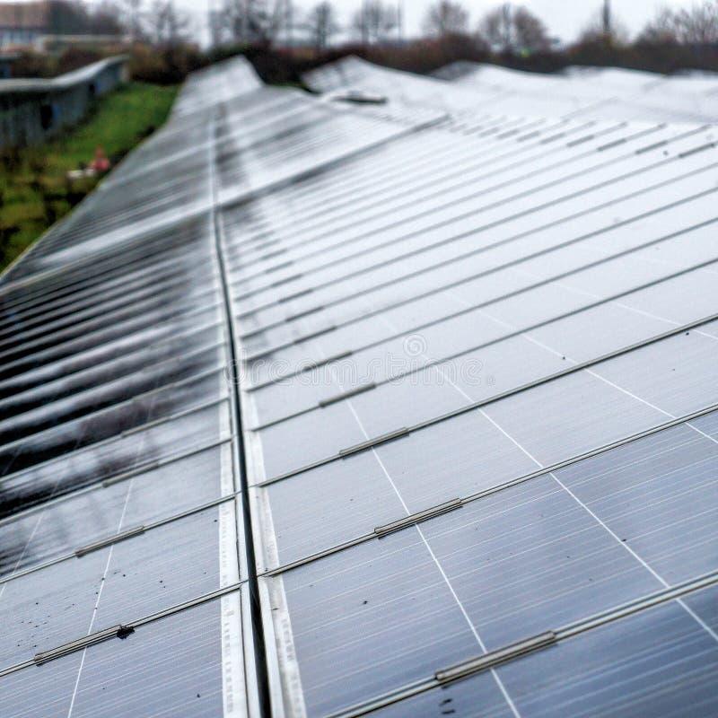 Vue en gros plan d'une centrale solaire pour la production d'électricité d'a images stock