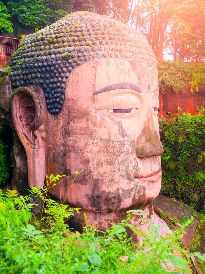 Vue en gros plan de Dafo - statue de Bouddha de géant province dans Leshan, Sichuan, Chine photo libre de droits