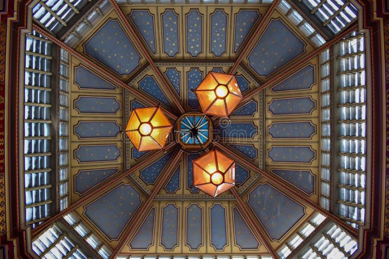 Vue en gros plan de plafond du marché de Leadenhall à Londres, Angleterre image libre de droits