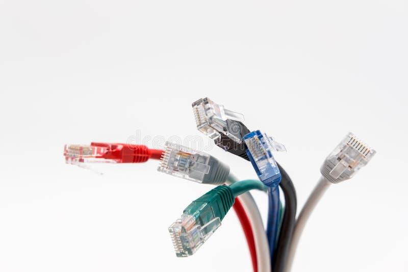 Vue en gros plan des avances de correction de Cat5e utilisées pour des connexions réseau photo stock